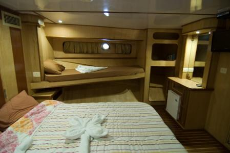 Double Bed + 2 x Twin Beds Cabin