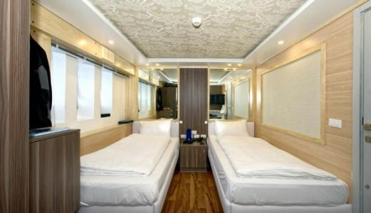 Sea View Twin Bed Cabin
